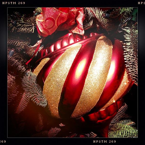 christmaslightbulb600px