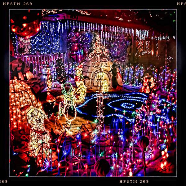 christmaslighthousenight600px